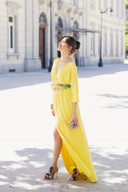 Vestido largo amarillo de Bruna y sansalias de Irreverente 3