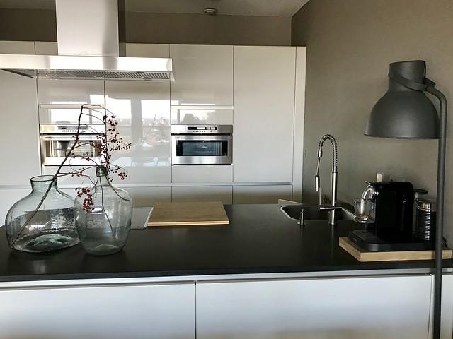 Strakke keuken hoogglans wit