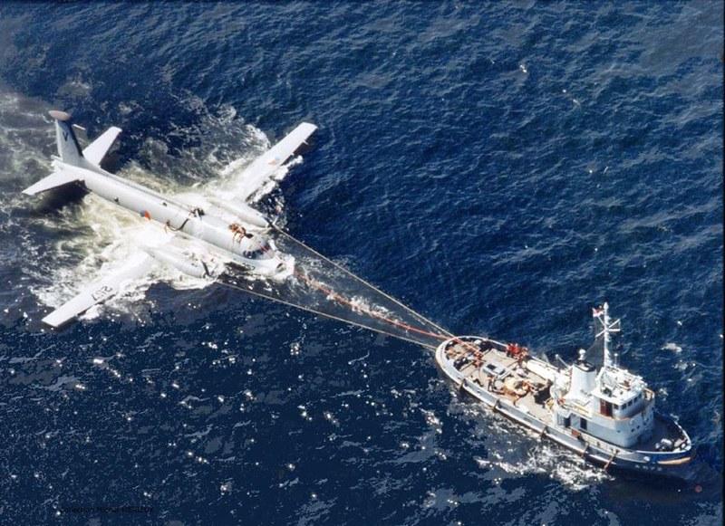 Breguet атлантик 257 из морской компании (- Королевский голландский флот) после того, как она разбилась в Северном море на 15-8-1973, примерно в 1,5 км от Гааги