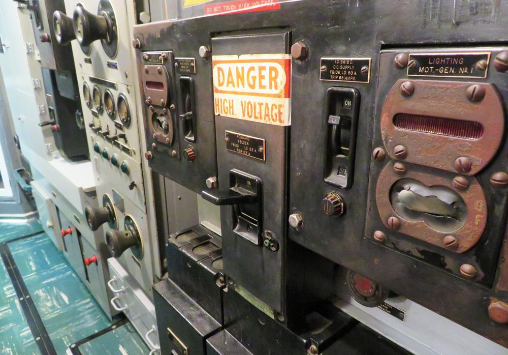 high-voltage-uss-bowfin-interior