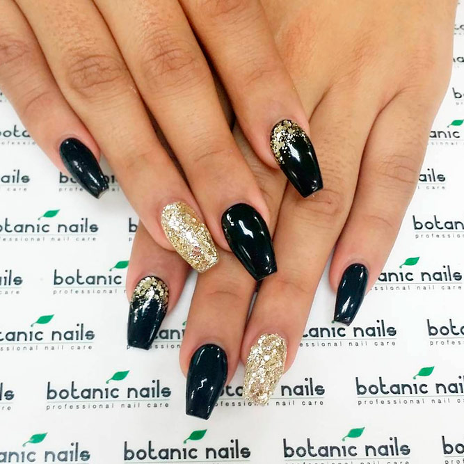 24+ Lovely Black and Gold Nails Designs - Nails C