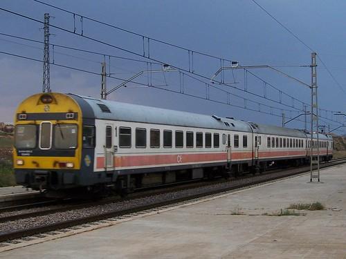 TER RENFE arrive en gare de Calatorao