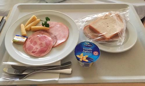 Bread, cold cuts & baby corn / Brot, Aufschnitt & Maiskölbchen