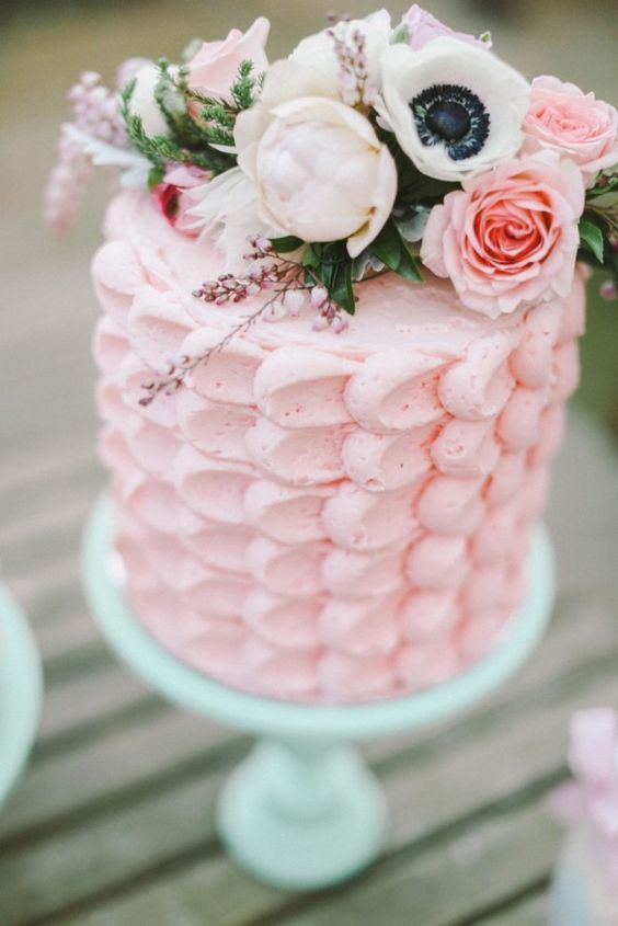 Wedding Cakes : Wedding cake idea; Featured Photographer: Jenny Sun Photography