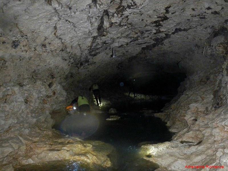Underground canyoning