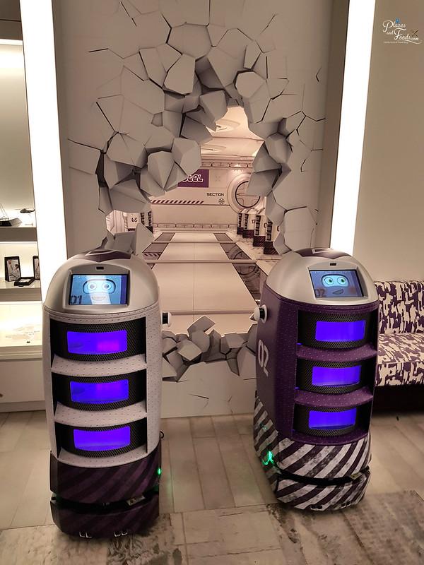yotel singapore robots