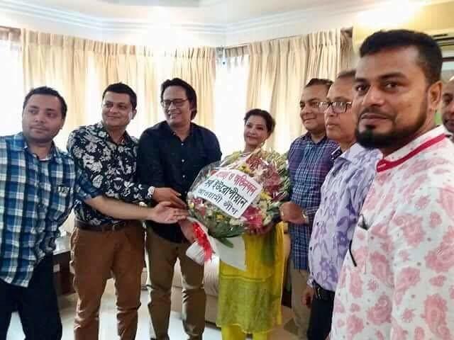 বাংলাদেশ আওয়ামীলীগের আন্তর্জাতিক সম্পাদক ড: শাম্মি আহমেদ এর বাসবভনে শুভেচ্ছা জানাচ্ছেন প্রবাসী আওয়ামীলীগের নেতৃবৃন্দ