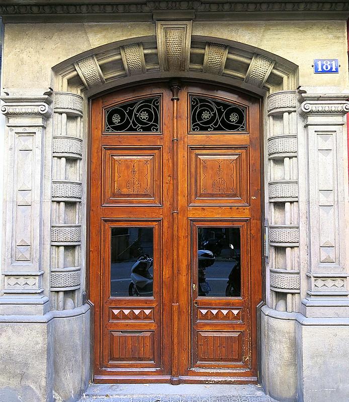 Banded doorway, Barcelona