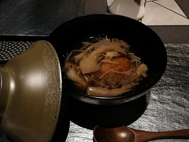 <p>d-2)中皿(じゃがいもチーズ饅頭・きのこ餡)</p>