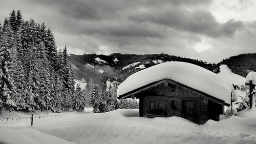 lanscape view mountains snow winter white cold trees cabin alps outdoors nature season sky clouds light details blackwhite monochrome travel austria salzburgerland mühlbach hochkönig rural countryside roof deep explore