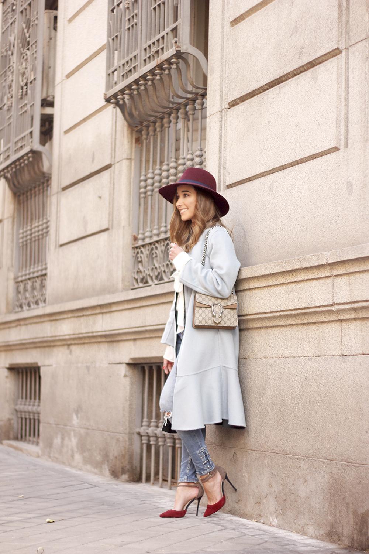 blue coat uterqüe abrigo azul gucci bag burgundy heels winter outfit street style fashion10