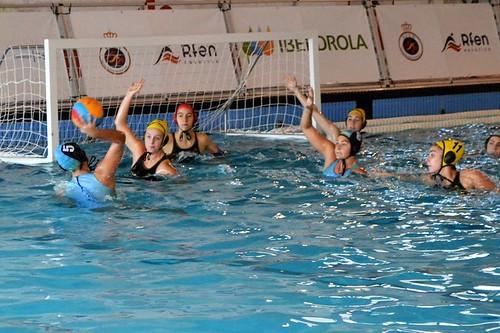 Waterpolo Dos Hermanas femenino ante el Moscardó