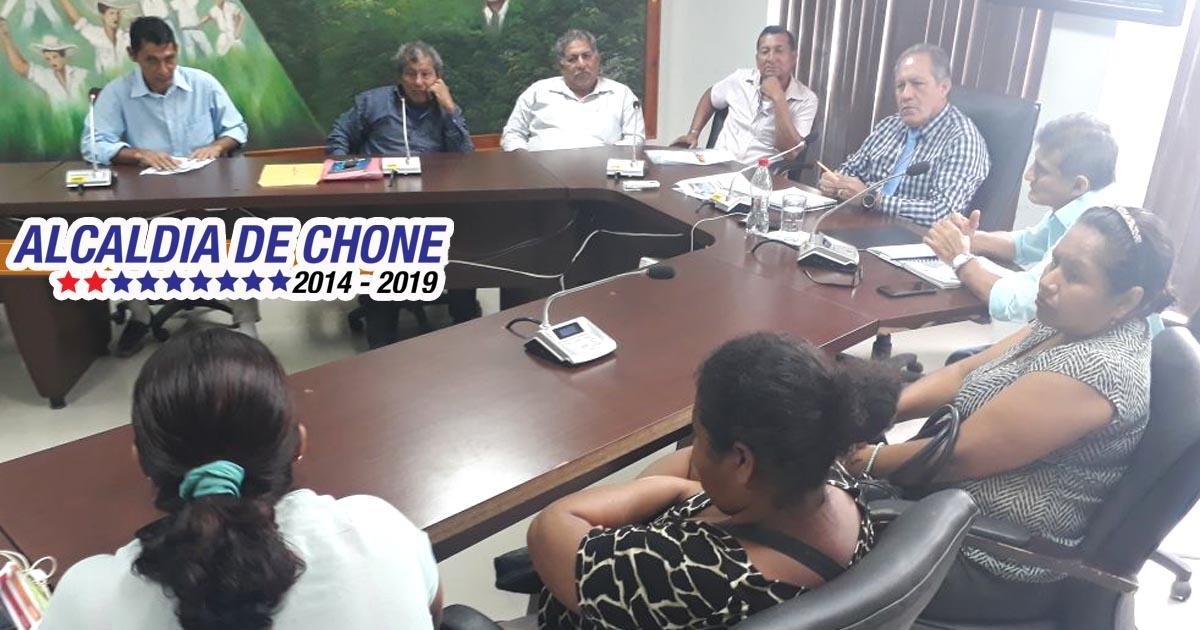 Alcalde de Chone se reúne con delegaciones rurales barriales