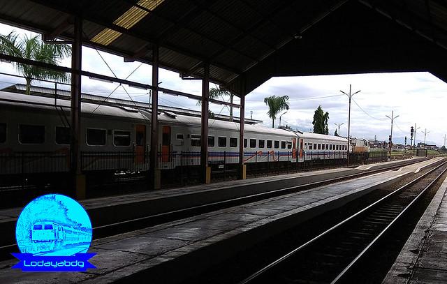 Kereta Api Patas Bandung Raya: Murah, Cepat, Terbatas