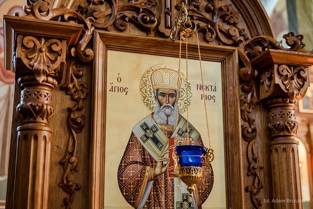 Kiot z ikoną i relikwiami św. Nektariusza