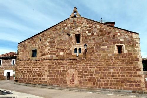 HIJES (Guadalajara). Spain. Sierra Norte. 2014. Iglesia de la Natividad (sXII-XIII). Hastial oeste.