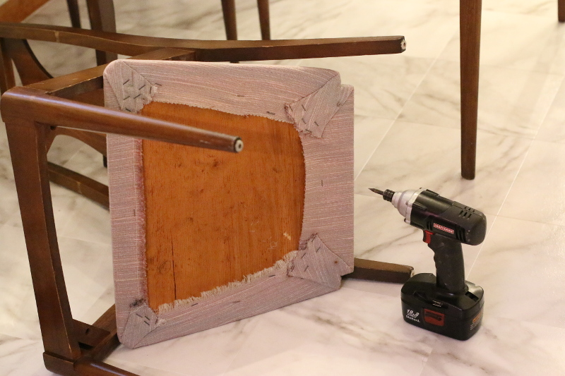 unscrew-chair-pad-chair-reupholstery-diy-2