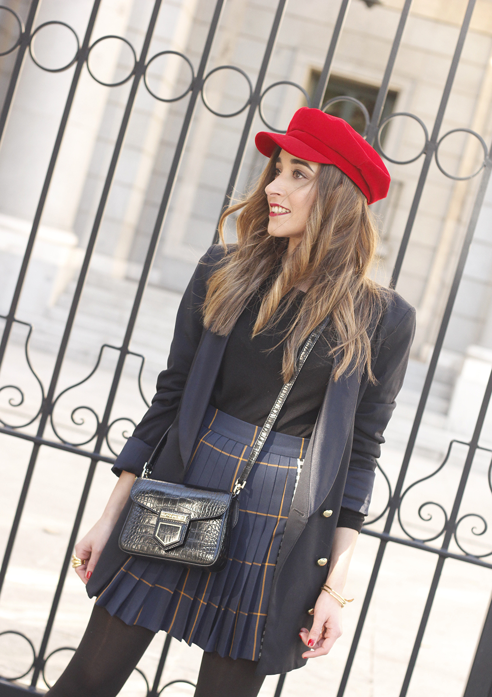 pleated skirt Scottish print Vichy print red navy cap givenchy bag winter outfit falda de tablas look invierno 201809