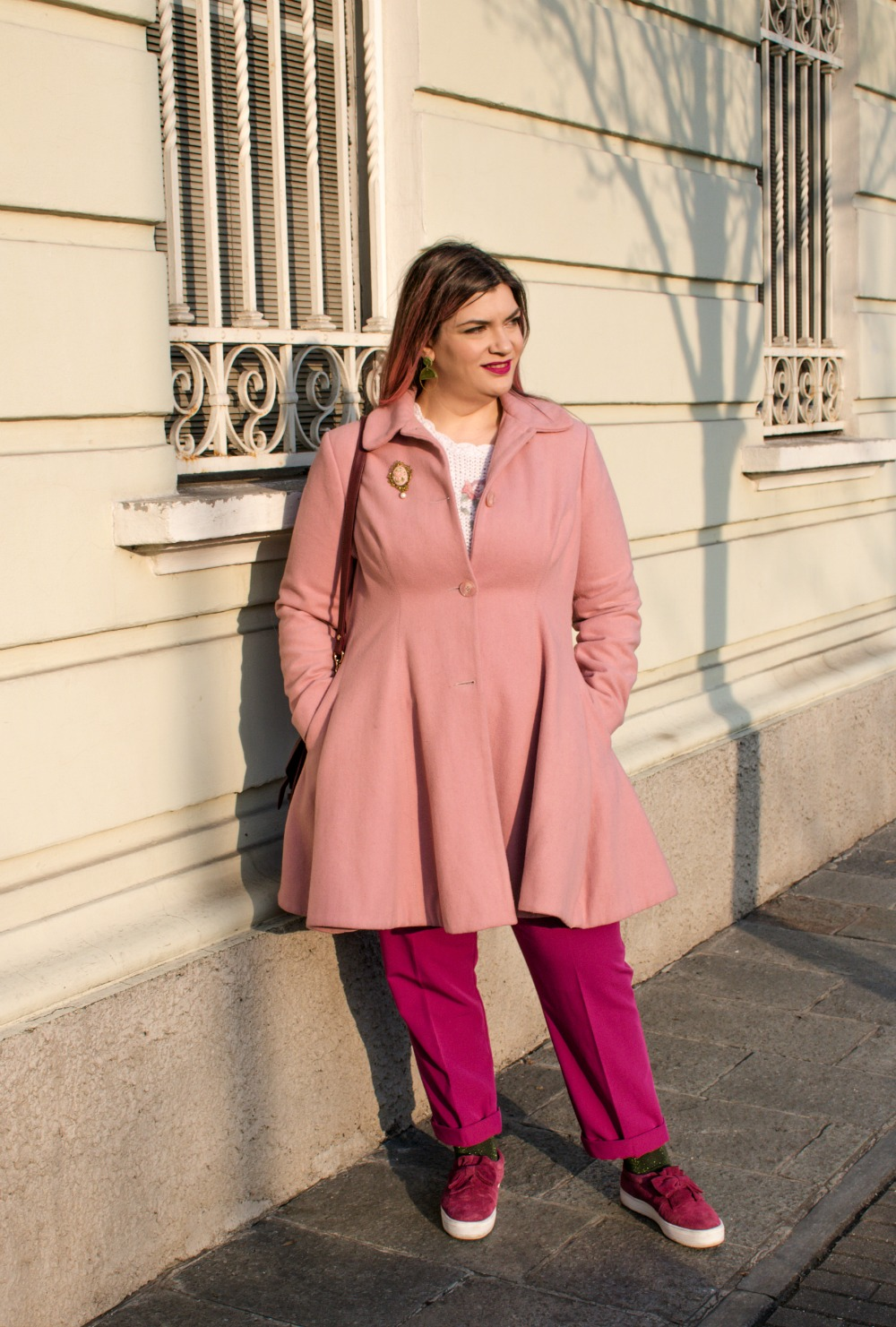 Outfit plus size, maglione vintage pantaloni colorati (4)