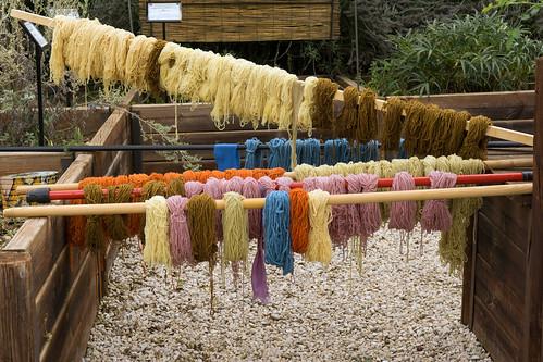 Wolle mit Naturfarben gefärbt. Lana tinto di colori naturali.