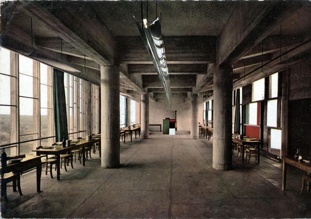 Salle du réfectoire du couvent de la Tourette à Eveux près de Lyon.