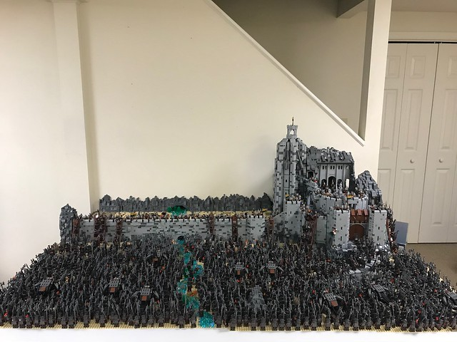 LotR Helm's Deep 20,000 Pieces and 1,500 Figures