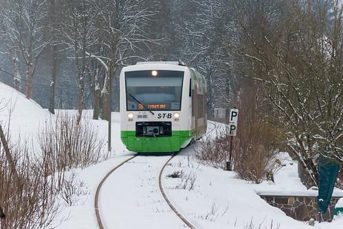 VT120 der STB erreicht den Ort Stützerbach auf dem Weg nach Erfurt
