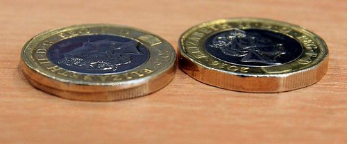 First-ever-fake-new-pound-coin-or-a-Royal-Mint-misprint-you-decide