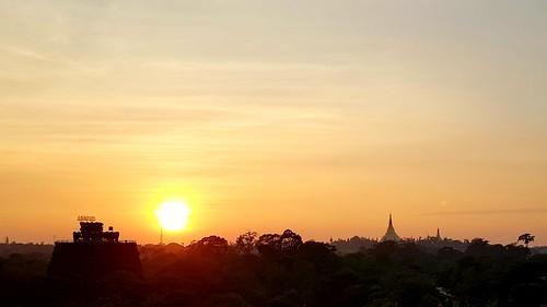 Sonnenuntergang in Yangon