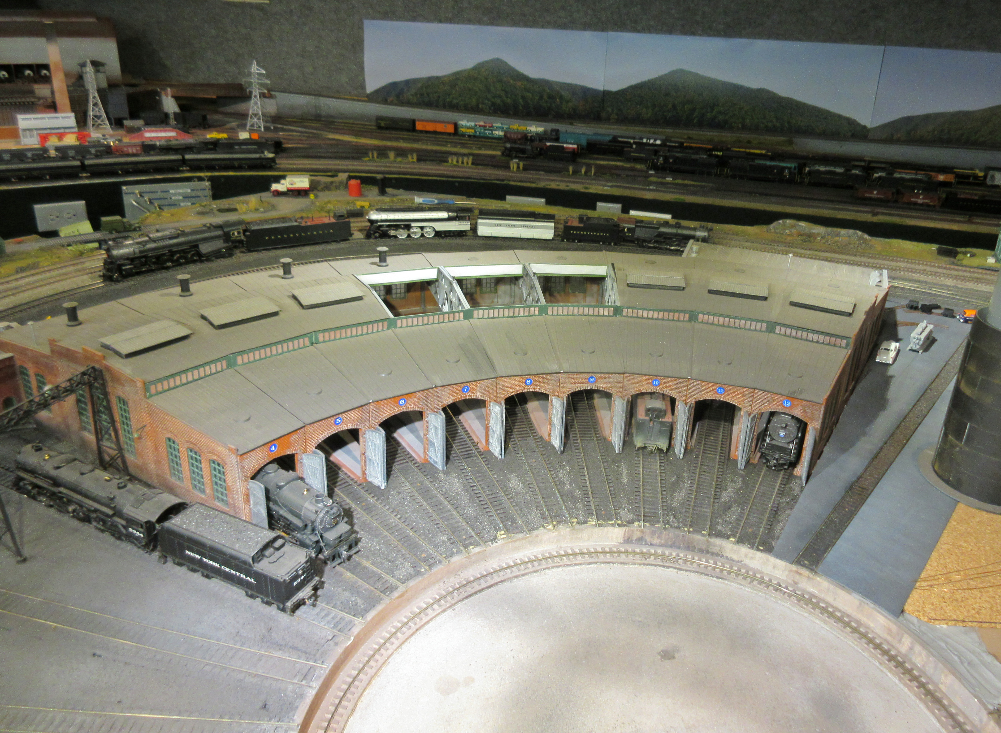 Distance of Roundhouse From Turntable - Model Railroader