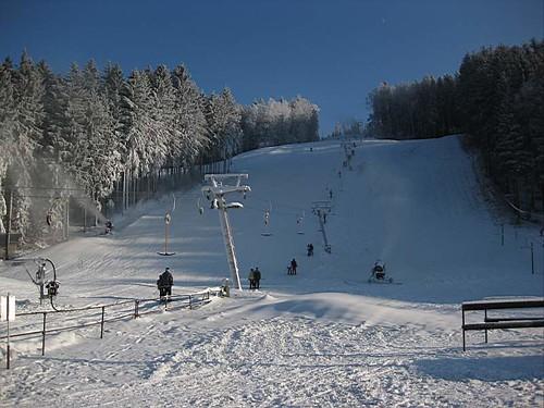 Lyžujte 3 hodiny v lyžařském areálu HLINSKO se slevou 30 % kdykoli v sezóně 2017/18