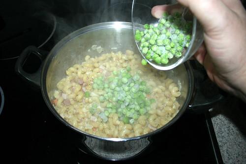 13 - Erbsen unterheben / Stir in peas