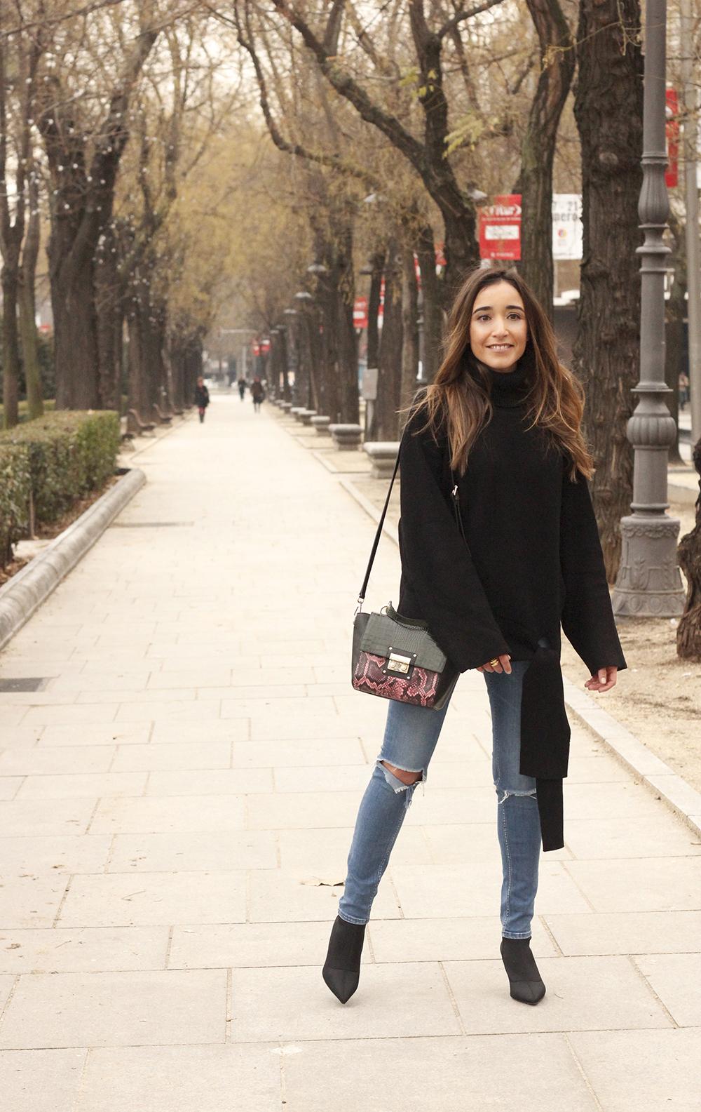 Black turtleneck sweater Uterqüe black ankle boots winter oufit 201808