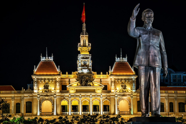 Ho-Chi-Minh-Stadt | Altes Rathaus und Ho-Chi-Minh-Denkmal