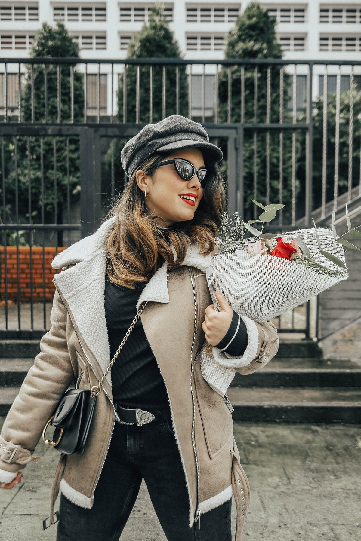 chaqueta-borreguillo-san-valentin-ramo-flores-streetstyle3