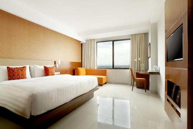 hotel santika premiere bintaro premiere room king bed - kadungcampur