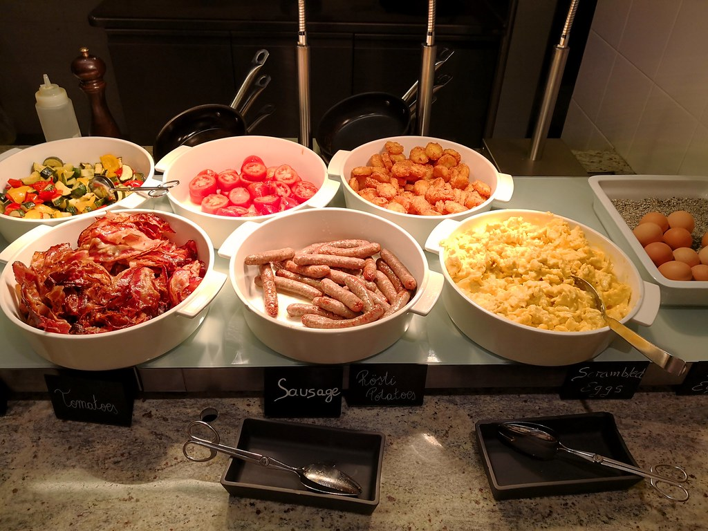 Bacon, sausages and side dishes
