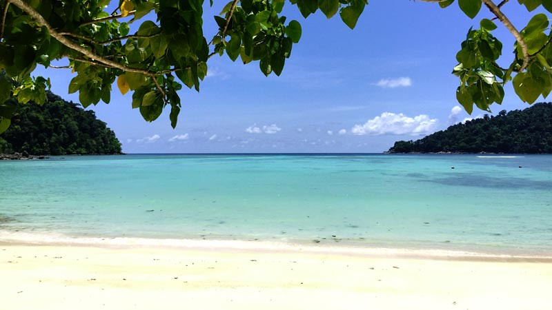 Pantai di Taman nasional Mu Ko Surin. Foto: beesjourney