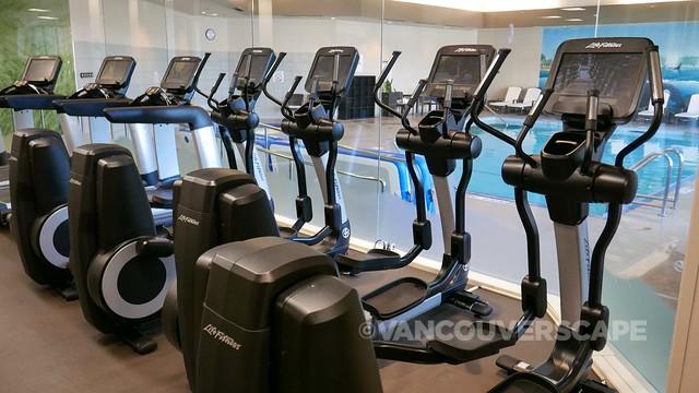 Westin Bayshore Hotel fitness room