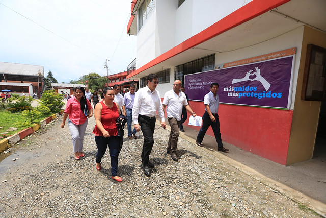 Ministro de Educación, Fander Falconí, recorre unidades educativas en la ciudad de el Tena- Napo
