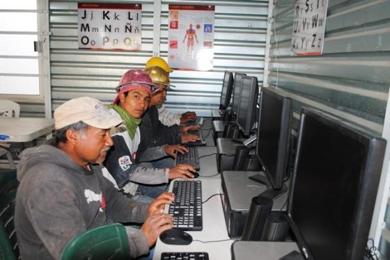 trabajadores estudiando argentina trabaja