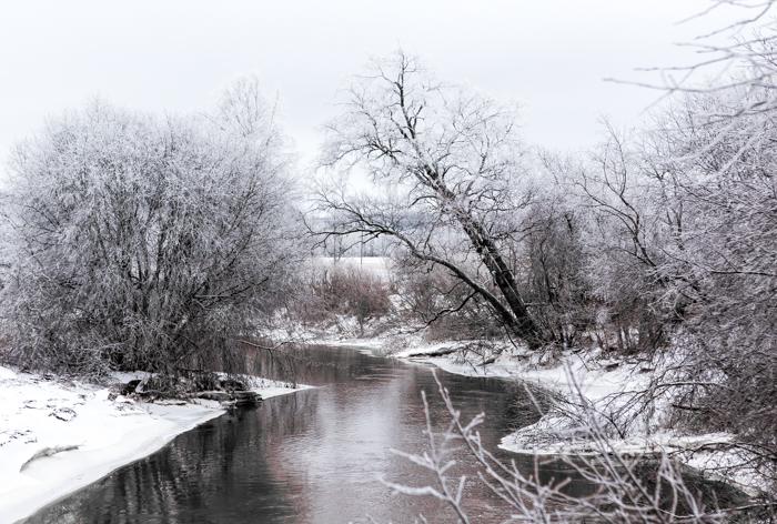 maisema Orimattila talvimaisema vaalea kuvankäsittely Lightroom joki talvella mallusjoki