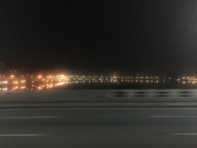 塞車到 03:00 終於上了忠孝橋