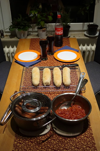 New York Hot Dogs Bestandteile und Coca Cola (Tischbild)
