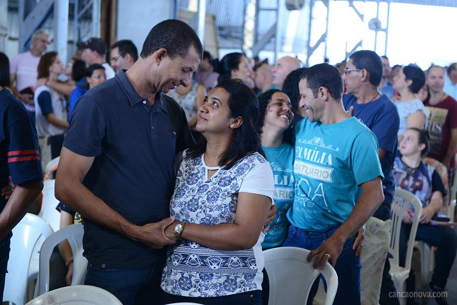 Pregação de Letícia e Adriano Gonçalves no 'Acampamento para Famílias'