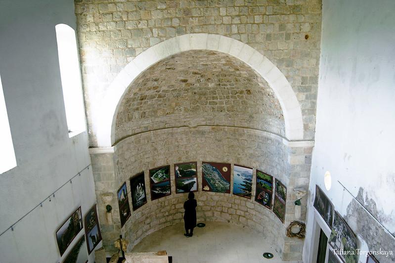 Внутри церкви Св. Венерады