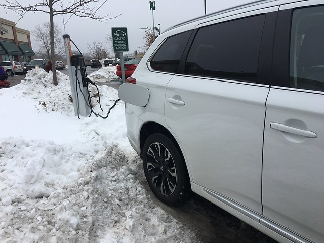 2018 Mitsubishi Outlander PHEV GT - charging up!