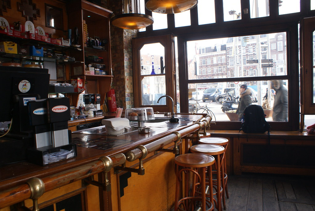 A l'intérieur du Coffee shop Jolly Joker à Amsterdam.