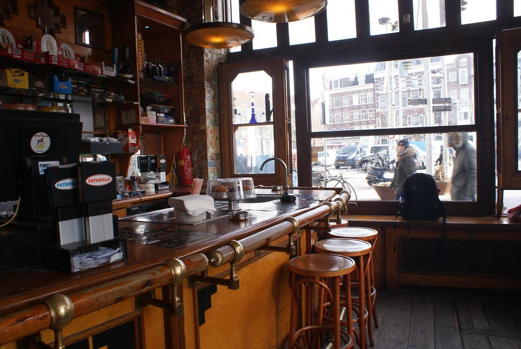 A l'intérieur du Coffee shop Jolly Joker à Amsterdam.
