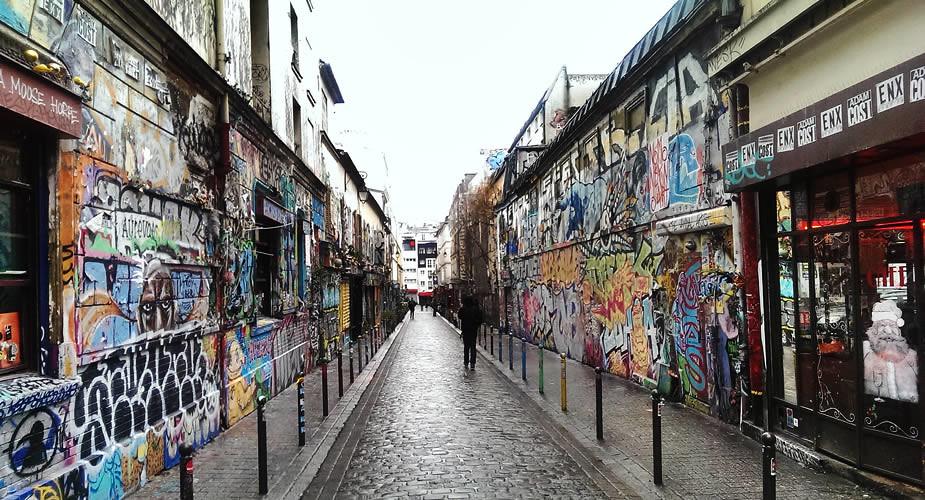 Street art in Parijs, Rue Dénoyez in Belleville   Mooistestedentrips.nl